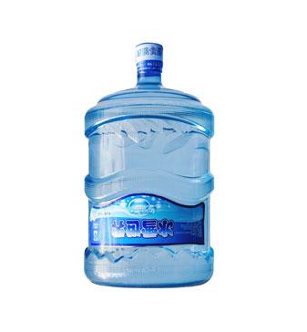 冰雪世界: 经过10级过滤无菌灌装的包装饮用水